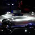 <p> Siêu xe điện EQ Silver Arrow của Mercedes-Benz được ví như ''mũi tên bạc'' ra mắt với thiết kế độc đáo. Vật liệu chủ yếu được sử dụng để phát triển Mercedes EQ Silver Arrow là sợi carbon siêu bền và nhẹ. Một điểm đáng chú ý là hãng xe Đức đưa ra 2 tùy chọn tiếng bô là Mercedes-AMG V8 hoặc tiếng bô xe Công thức I. Ảnh: <em>Reuters</em>.</p>