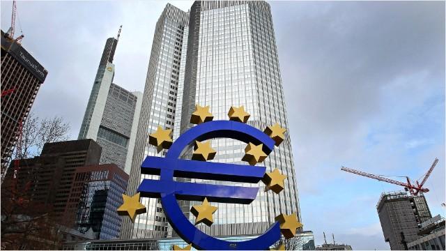 Kinh tế eurozone tăng trưởng chậm chạp, phần nào do ảnh hưởng từ căng thẳng thương mại trên thế giới. Ảnh: CNN.