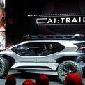<p> AI:Trail Quattro là mẫu ôtô địa hình tự lái và chạy bằng điện của Audi, với tốc độ tối đa của xe được đặt giới hạn ở 130 km/h. Mẫu concept mới không có màn hình hiển thị, mà sử dụng chính smartphone của người lái, gắn trên trụ lái làm một màn hình hiển thị và bộ điều khiển trung tâm cho hệ thống điều hướng và tính năng của xe. Tính năng lạ nhất của chiếc xe là không hề có đèn pha truyền thống, thay vào đó sử dụng 5 máy bay drone không cánh quạt có trang bị đèn LED ma trận để chiếu sáng. Ảnh: <em>Reuters</em>.</p>