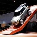 <p> Land Rover Defender 90 của Jaguar Land Rover, mẫu xe off-road mang tính biểu tượng của nước Anh ra mắt với công nghệ mới, đánh dấu sự trở lại sau khi dừng sản xuất đầu năm 2016. Ảnh: <em>Reuters</em>.</p>