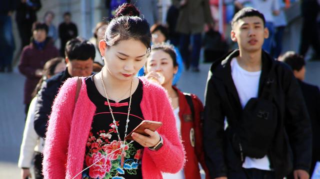 Giới trung lưu Trung Quốc ngày càng lo ngại về tình trạng kinh tế giảm tốc. Ảnh: Nikkei.