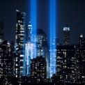 """<p> New York City cho chiếu 2 cột sáng tại Manhattan để kỷ niệm 18 năm vụ khủng bố 11/9, khiến 2 tòa nhà của Trung tâm Thương mại Thế giới hoàn toàn sụp đổ và làm gần 3.000 người thiệt mạng. Màn trình diễn này được đặt tên là """"The Tribute in Light"""".</p> <p> Ngoài ra, tên của các nạn nhân cũng được đọc lên tại nơi diễn ra vụ tấn công. Thành phố New York đã ban hành một luật mới, yêu cầu các trường công trên toàn bang hàng năm phải tổ chức lễ mặc niệm nhằm tưởng nhớ tới các nạn nhân trong vụ tấn công. Ảnh: <em>Reuters</em>.</p>"""