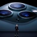 """<p class=""""Normal""""> Ngày 10/9, Apple tổ chức sự kiện ra mắt bộ đôi điện thoại thông minh mới, là iPhone 11 Pro và iPhone 11 Pro Max. iPhone 11 sở hữu chip A13 Bionic được Apple giới thiệu là con chip sở hữu CPU và GPU mạnh nhất trên smartphone.</p> <p class=""""Normal""""> Ngoài ra, Apple cũng bắt kịp với các đối thủ khác khi trang bị cụm 3 camera có độ phân giải 12 MP cho sản phẩm mới. Bộ đôi smartphone cao cấp của Apple có các màu xanh lá đậm, đen, trắng và vàng. Giá bán khởi điểm cho iPhone 11 Pro là 999 USD còn iPhone Pro Max là 1.099 USD. Ảnh: <em>Reuters</em>.</p>"""