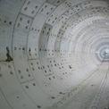 <p> Nhiều đoạn trong đường hầm uốn lượn để né nền móng của những công trình cao tầng ở khu trung tâm, chủ yếu đi bên dưới đường Nguyễn Siêu, quận 1.</p>