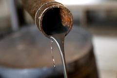 Giá dầu tăng 15%, lên đỉnh gần 4 tháng