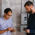 2 tỷ phú thành danh nhờ startup Internet vạn vật
