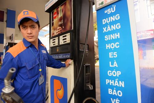 Mỗi lít xăng giảm tiếp 90 - 100 đồng