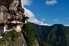 Quốc gia hạnh phúc Bhutan rơi vào thế khó vì khách du lịch Ấn Độ