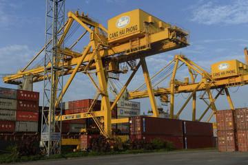 Bloomberg cảnh báo rủi ro nếu Việt Nam không đẩy nhanh nâng cấp hạ tầng cảng