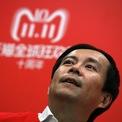 """<p class=""""Normal""""> Một số thách thức ông phải đối mặt là ảnh hưởng từ cuộc chiến thương mại giữa Mỹ - Trung Quốc và sự chậm lại trong ngành thương mại điện tử Trung Quốc. Theo <em>Bloomberg</em>, cổ phiếu Alibaba đã mất 15% giá trị kể từ tháng 6 năm ngoái.<span>Trong giai đoạn Zhang nắm giữ vị trí CEO trước đó, cổ phiếu của Alibaba đã tăng gấp 3 lần. (Ảnh: </span><em>AP</em><span>)</span></p>"""