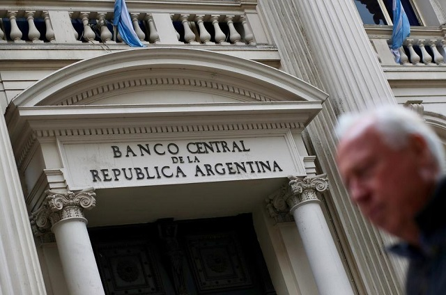 Argentina nâng sàn lãi suất cơ bản lên 78%
