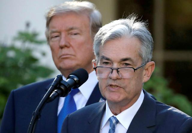 Tổng thống Mỹ Donald Trump và chủ tịch Fed Jerome Powell. Ảnh: Reuters.