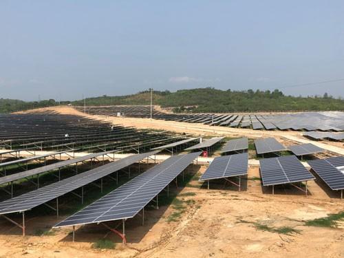 Đề xuất giá mua điện mặt trời FIT 2 giảm khoảng 20% so với dự án cũ