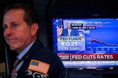 Phố Wall trái chiều sau khi Fed hạ lãi suất