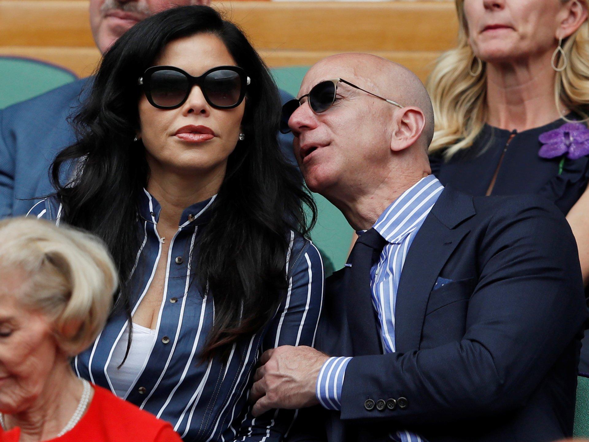 jeff bezos - 5 1568970810 - Tỷ phú giàu nhất thế giới tận hưởng mùa hè vừa qua như thế nào?