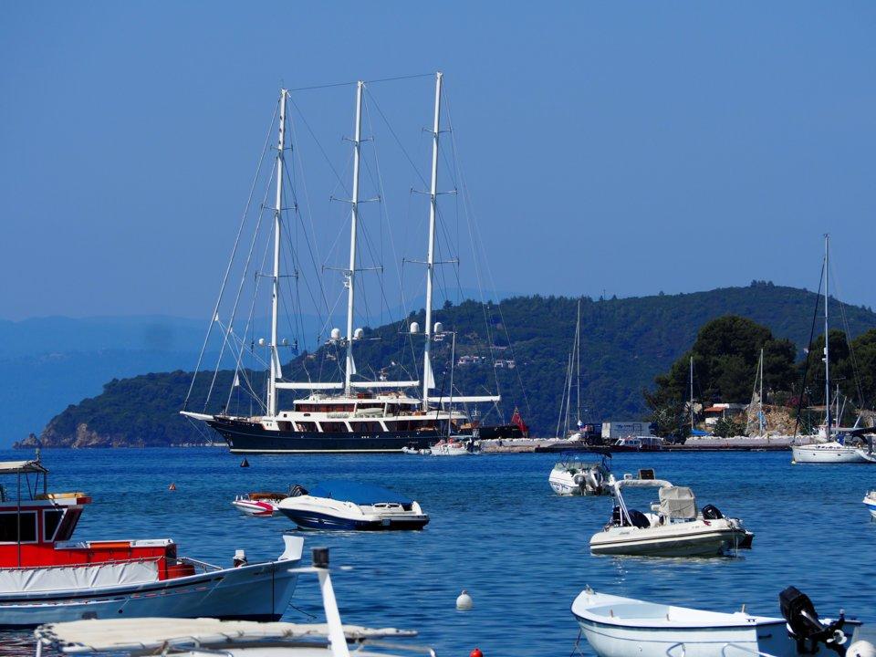 jeff bezos - 8 1568970811 - Tỷ phú giàu nhất thế giới tận hưởng mùa hè vừa qua như thế nào?
