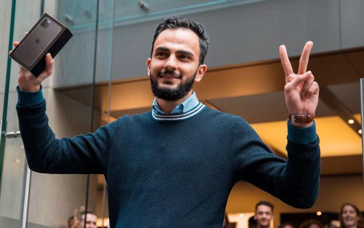 Sau 5 lần thất bại, chàng trai 21 tuổi xếp hàng từ 3 giờ sáng và thành người đầu tiên sở hữu iPhone 11 tại Sydney