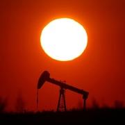 Lo ngại thiếu cung kéo dài, giá dầu tăng