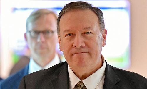 Ngoại trưởng Pompeo trong chuyến thăm UAE hôm 19/9. Ảnh: Reuters.