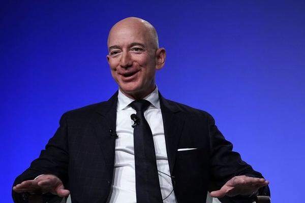 Tỷ phú giàu nhất thế giới tận hưởng mùa hè vừa qua như thế nào?