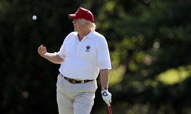 Đặt lên bàn cân 2 vị Tổng thống nổi tiếng mê golf nhất Nhà Trắng: Người tự học, người bị chỉ trích dữ dội - Ảnh 5.