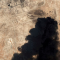 <p> Cột khói đen bốc lên từ nhà máy chế biến dầu Abqaiq của Tập đoàn dầu khí quốc gia Aramco (Arab Saudi) được chụp lại bởi vệ tinh vào ngày 14/9.Abqaiqlà một trong 2 nhà máy bị tấn công bằng máy bay không người lái vào cuối tuần trước, khiến Arab Saudi tổn thất gần 6 triệu thùng dầu mỗi ngày, và nguồn cung toàn cầu giảm 5%. Sau vụ tấn công này, giá dầu thô thế giới đã tăng vọt gần 15% trong phiên giao dịch đầu tuần này. Ảnh: <em>AP</em>.</p>