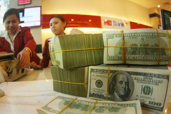 Lãi suất liên ngân hàng và giá USD cùng giảm