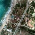 <p> Ngoài Mỹ, ông Trump được cho là đã mua khu nghỉ dưỡng bên bờ biển Le Château des Palmiers tại West Indies vào năm 2013 với mục đích sử dụng chính là cho thuê. Khu nghỉ dưỡng trị giá 15 triệu USD này gồm 9 phòng ngủ, 12 phòng tắm, một hồ bơi nước nóng, một trung tâm thể hình, một sân tennis và một quán bar ngoài trời.Ảnh: <em>Google Maps.</em></p>