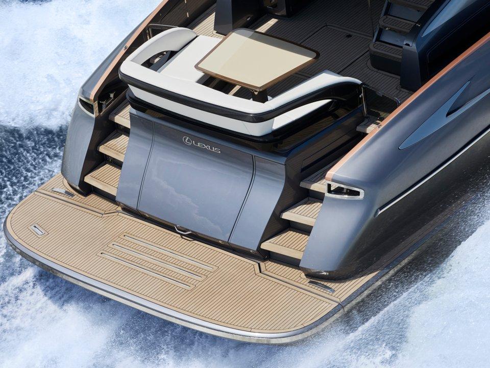 ly 650 - 7 1569292423 - Ngắm siêu du thuyền đầu tiên của Lexus, giá hàng triệu USD