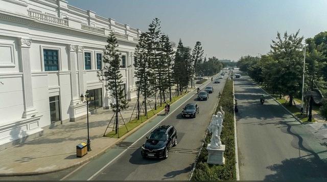 Hơn chục chiếc VinFast Lux lần đầu nối đuôi nhau trên phố khiến người dân Hà Nội tò mò - Ảnh 6.