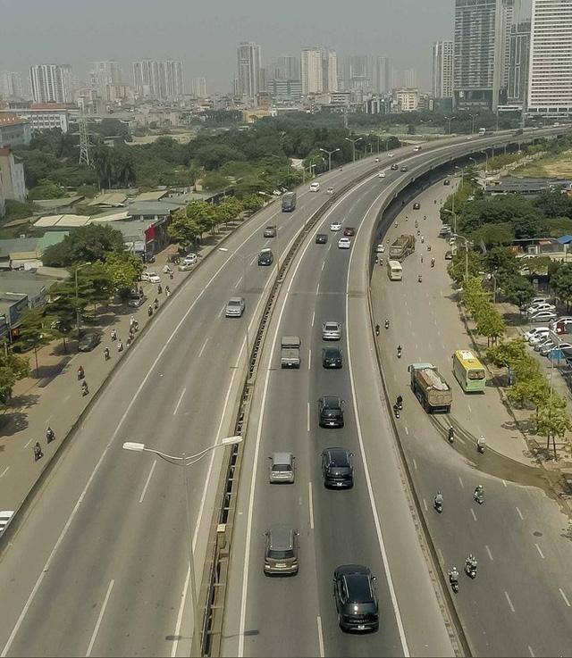 Hơn chục chiếc VinFast Lux lần đầu nối đuôi nhau trên phố khiến người dân Hà Nội tò mò - Ảnh 7.