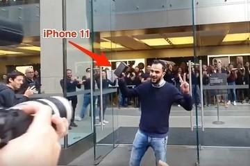 Người sở hữu iPhone 11 đầu tiên thế giới bị chỉ trích