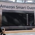 <p> Tại sự kiện diễn ra ngày 25/9, Amazon gây bất ngờ khi công bố một loạt thiết bị công nghệ mới tích hợp trợ lý ảo Alexa. Một trong những thiết bị lạ nhất là chiếc lò nướng thông minh. Ảnh: <em>The Verge.</em></p>