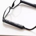"""<p> Kính thông minh Echo Frame là thiết bị mà Amazon mô tả có thể """"mang Alexa theo mọi nơi"""". Không giống như Google Glass, chiếc Echo Frame không có camera mà chỉ có micro thu tiếng, có nút bấm để tắt thu âm khi người dùng không muốn bị ảnh hưởng. Ảnh: <em>The Verge.</em></p>"""