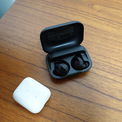 <p> Amazon cũng chính thức tham gia lĩnh vực tai nghe không dây hoàn toàn (true wireless) với chiếc tai nghe Echo Buds. Có giá 129 USD, chiếc tai nghe này được tích hợp công nghệ giảm ồn của Bose, chống nước nhẹ, hỗ trợ trợ lý ảo Alexa hoặc trợ lý ảo có sẵn trên smartphone. Ảnh: <em>The Verge.</em></p>