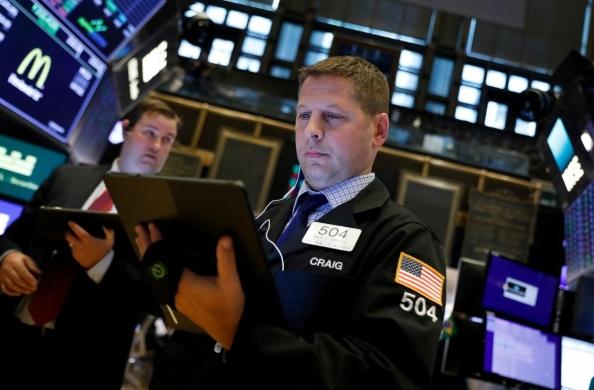 Nhà đầu tư phớt lờ nguy cơ Trump bị luận tội, Phố Wall tăng điểm