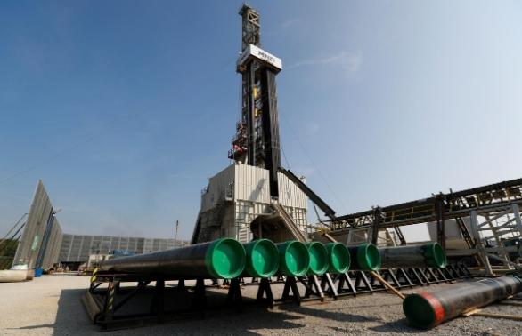 Giá dầu trái chiều do tình hình Trung Đông, Trump bị điều tra