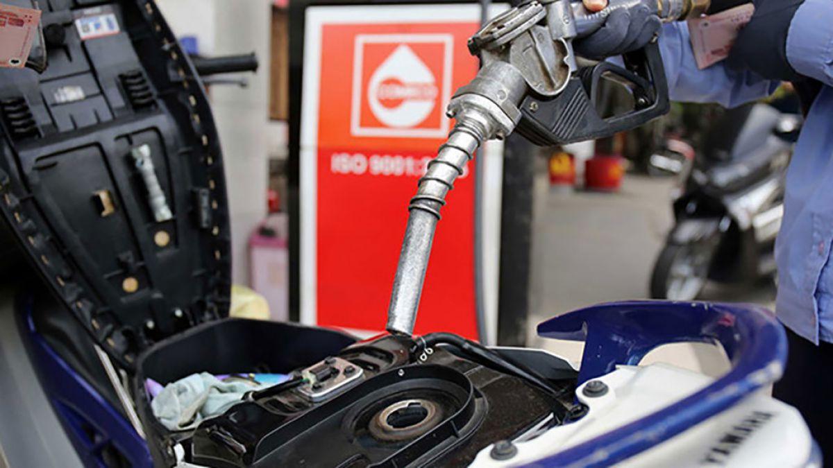 Bộ Công Thương hứa không tăng 'sốc' giá xăng dầu