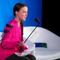 """<p> Nhà hoạt động môi trường người Thụy Điển 16 tuổi Greta Thunberg phát biểu tại Đại hội đồng Liên Hợp Quốc vào ngày 23/9. Thunberg được cho là đã có một bài phát biểu đầy nhiệt huyết và cảm xúc trước các nhà lãnh đạo thế giới, cáo buộc họ chưa hành động đủ để ứng phó với biến đổi khí hậu. """"Các ngài đã đánh cắp giấc mơ và tuổi thơ của tôi bằng những lời sáo rỗng. Chúng ta đang bắt đầu một cuộc tuyệt chủng mà các ông vẫn cứ nói về tiền bạc. Các vị làm chúng tôi thất vọng"""", cô bé nói. Một câu nói được cô nhắc lại nhiều lần: """"Sao các người dám làm vậy?"""" Khoảng 60 nhà lãnh đạo thế giới đã có mặt tại một cuộc họp diễn ra trong một ngày này do Tổng thư ký Liên Hợp Quốc António Guterres tổ chức. Tổng thống Mỹ Donald Trump, một người hoài nghi về biến đổi khí hậu, cũng xuất hiện và có bài phát biểu tại đại hội đồng lần này. Ảnh: <em>Reuters</em>.</p>"""