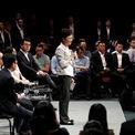 """<p> Trưởng đặc khu Hong Kong Carrie Lam lần đầu tiên đối thoại với người biểu tình vào ngày 26/9. """"Cộng đồng đã phải chịu những vết thương sâu và cần thời gian để chúng có thể lành lại. Nhưng chính quyền chúng tôi hy vọng cuộc nói chuyện này có thể chiến thắng được sự xung đột và hành động sau đó sẽ khôi phục lại sự bình yên cũng như lòng tin trong cộng đồng"""", bà nói. Ảnh: <em>Reuters</em>.</p>"""