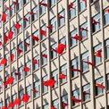 <p> Cờ Trung Quốc được treo ở mỗi cửa sổ phòng học tại một trường đại học ở tỉnh Liêu Ninh vào ngày 26/9, hướng tới lễ quốc khách thứ 70 của quốc gia này (ngày 1/10). Ảnh: <em>Reuters</em>.</p>