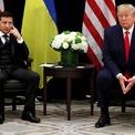 <p> Tổng thống Ukraine Volodymyr Zelenskiy gặp gỡ Tổng thống Mỹ Donald Trump bên lề Đại hội đồng Liên Hợp Quốc tại New York City vào ngày 25/9. Ảnh: <em>Reuters</em>.</p>