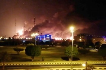 Video vụ tấn công nhằm vào cơ sở lọc dầu của Saudi Arabia