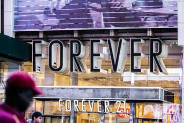 Có hơn 800 store khắp thế giới nhưng Forever 21 vẫn phá sản vì hoạt động theo kiểu công ty gia đình?