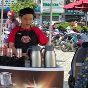 Đại gia cà phê đua nhau 'xuống đường'