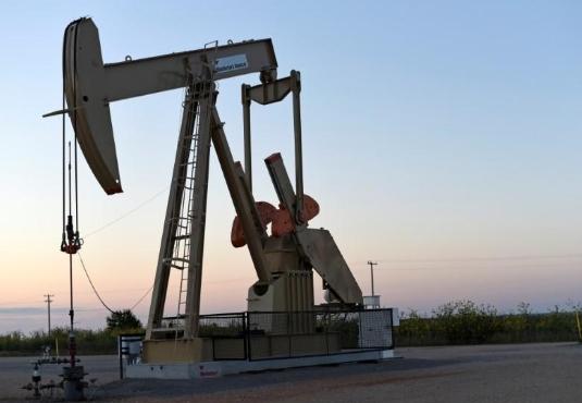 Giá dầu thô chạm đáy gần 2 tháng