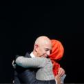 <p> Hatice Cengiz, vị hôn thê của nhà báo quá cố người Arab Saudi, Jamal Khashoggi, ôm Jeff Bezos trong lễ tưởng niệm một năm sau khi chồng bà bị sát hại vào ngày 2/10. Ông Khashoggi là cây viết bình luận cộng tác cho trang Washington Post do Bezos sở hữu. Ngày 2/10/2018, ông được nhìn thấy lần cuối cùng trên camera an ninh đang đi vào lãnh sự quán Arab Saudi ở Istanbul, Thổ Nhĩ Kỳ. Ông tới lãnh sự quán để làm thủ tục kết hôn với bạn gái người địa phương nhưng không trở ra. Trong một thông báo về kết quả điều tra sơ bộ công bố khoảng 18 ngày sau đó, nhà chức trách Saudi Arabia thừa nhận nhà báo Khashoggi đã chết trong lãnh sự quán nước này ở thành phố Istanbul sau một vụ ẩu đả. Ảnh: <em>Reuters</em>.</p>