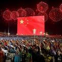 """<p> Sáng 1/10, tại Quảng trường Thiên An Môn ở thủ đô Bắc Kinh, Trung Quốc tổ chức lễ kỷ niệm 70 năm ngày thành lập nước Cộng hòa Nhân dân Trung Hoa, với sự tham dự của các lãnh đạo, nguyên lãnh đạo cấp cao và hơn 100.000 đại biểu đại diện cho các tầng lớp nhân dân Trung Quốc. Trước đó một ngày, Tổng thống Donald Trump đã gửi lời """"chúc mừng sinh nhật"""" tới Trung Quốc kèm theo lời chỉ trích Bắc Kinh vì đã phá thỏa thuận từng có giữa 2 nước. """"Chúng ta đang và sẽ chiến thắng. Đáng lẽ họ (Trung Quốc) không nên phá vỡ thỏa thuận mà chúng ta đã có với họ. Chúc mừng sinh nhật Trung Quốc!"""", Tổng thống Mỹ Donald Trump viết trên Twitter. Ảnh: <em>Reuters</em>.</p>"""
