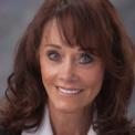 """<p class=""""Normal""""> <strong>Diane Hendricks</strong></p> <p class=""""Normal""""> Tuổi: 72</p> <p class=""""Normal""""> Tài sản: 7 tỷ USD</p> <p class=""""Normal""""> Xếp hạng trong Forbes 400: 79</p> <p class=""""Normal""""> Diane Hendricks cùng chồng là Ken Hendricks thành lập ABC Supply vào năm 1982. Từ một công ty nhỏ, ABC Supply được vợ chồng nhà Hendricks phát triển thành một trong những nhà phân phối mái lợp lớn nhất Mỹ. (Ảnh: <em>ABC Supply</em>)</p>"""