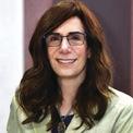 """<p class=""""Normal""""> <strong>Judy Faulkner</strong></p> <p class=""""Normal""""> Tuổi: 76</p> <p class=""""Normal""""> Tài sản: 3,8 tỷ USD</p> <p class=""""Normal""""> Xếp hạng trong Forbes 400: 207</p> <p class=""""Normal""""> Bà sáng lập và hiện là CEO của Epic, công ty cung cấp phần mềm lưu trữ hồ sơ y tế hàng đầu ở Mỹ, tại một tầng hầm ở Wisconsin năm 1979. Năm 2018, doanh thu của Epic là 2,9 tỷ USD. Công ty này đang hỗ trợ quản lý hồ sơ y tế của hơn 250 triệu bệnh nhân. (Ảnh: <em>Epic</em>)</p>"""